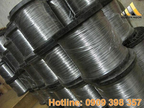 Nếu dây inox chứa hàm lượng carbon cao thì có thể chịu được nhiệt độ cao lên đến 925 độ C.