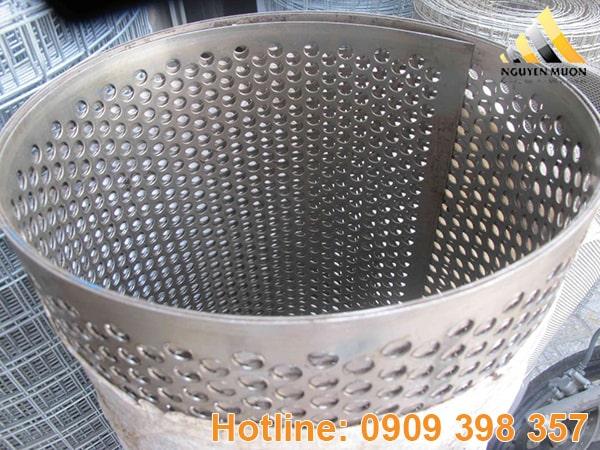Ngoài ra thép còn chống oxy lâu dài vì được mạ kẽm tiêu chuẩn cao và giá thành tương đối thấp so với inox. Vì vậy hiện nay được sử dụng rất nhiều trong đời sống.