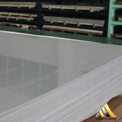 Khả năng gia công dể dàng, vì tấm inox 430 có tính cơ ly mềm dẻo, dễ hàn, dễ cắt thành hình dạng như mình mong muốn.