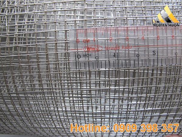Khổ lưới thông dụng của lưới inox hàn 304 thường là: 6m, 12mm, 18mm, 23mm, 35mm, 50mm