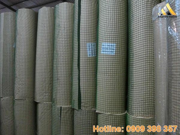 Lưới hàn là lưới được làm từ các sợi thép, kẽm hay sắt qua máy hàn tiếp điểm điện cự nóng chảy hay (hàn chập) với nhiệt độ cao kết dính giữa các mối nối với nhau tạo thành tấm lưới hay cuộn lưới.