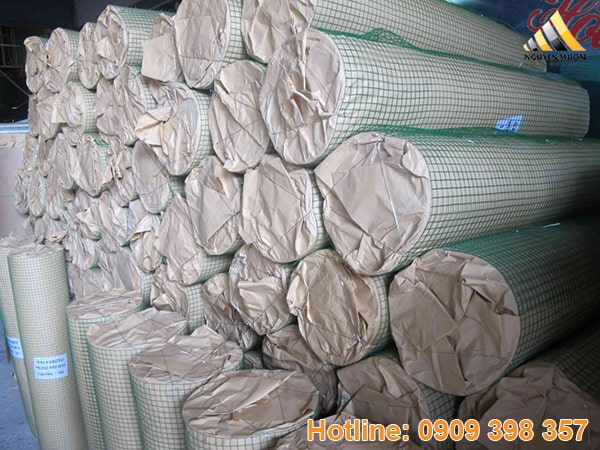 Lưới thép là lưới được sản xuất từ sợi thép kéo nguội cường độ cao, sợi kẽm liên kết với nhau tạo thành một cuộn.